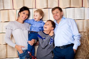 Сімейна фотосесія в студії MartPhoto