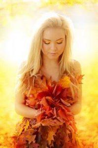 как фотографироваться с листьями осенью